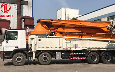 Zoomlion 52m concrete pump truck wi th Mercedes Benz chassis